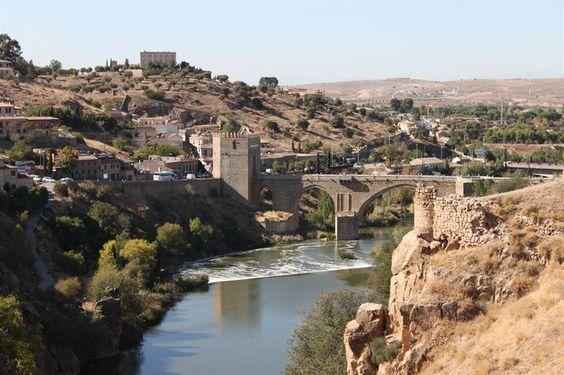Ayuntamiento de Toledo inicia el expediente de explotación de una tirolina entre el puente de la Cava y el de San Martín http://www.rural64.com/st/turismorural/Ayuntamiento-de-Toledo-inicia-el-expediente-de-explotacion-de-una-tiro-5016