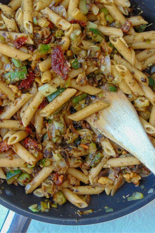 Pasta Con Verduras Y Tomate Seco Receta De Tasty Details Receta Pasta Con Verduras Verduras Macarrones Con Verduras