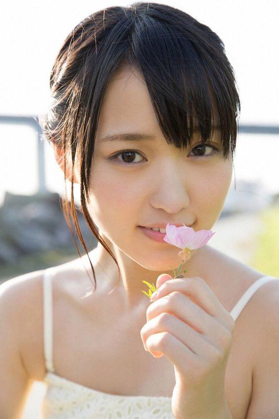 ピンクのお花と菅井友香