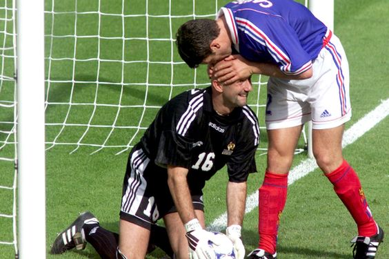 gay soccer kiss - Pesquisa Google