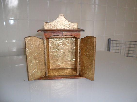 Oratório envelhecido em ouro