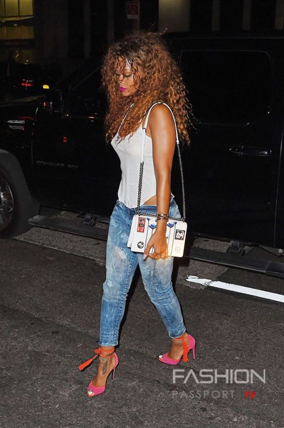 #RIHANNA @Rihanna was spotted in NYC wearing a white tank top and jeans to attend Travis Scott's concert on Tuesday evening (August 11) in New York City.