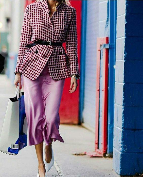 Blazer pied-poule com cinto e saia midi rosa com sapato branco  @myfashionstarpage #piedpoule #blazer #moda #estilo #tendência #fashion #fashionblog #modamujer #modafeminina #streetstyle #streetfashion #streetwear #modaderua #estiloderua #outfitt #ootd #outfitoftheday #outfitideas #outfits #looks #lookoftheday #lookdodia #look