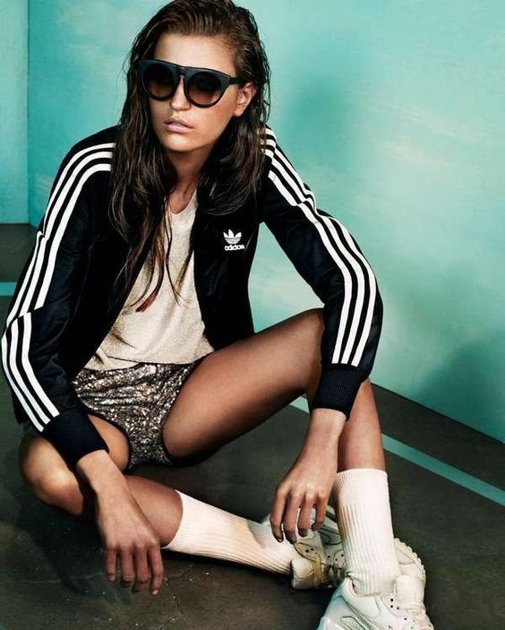 metallic sportswear  2 #colour I like her skin tone, the styling and the background colour to her right
