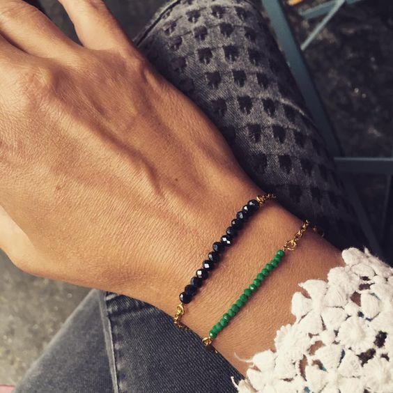 bracelets PRETTY perles de verre chaines fermoir et anneaux sont en plaqués or…
