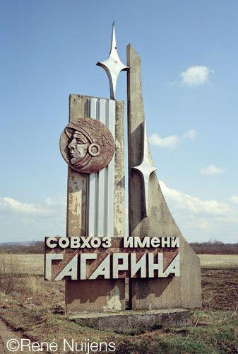 Yuri Gagarin Monument, Somewhere | CCCP | Pinterest ...