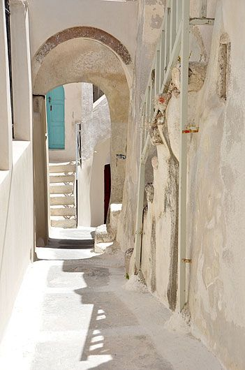 santoriniblog:  Emporio village, Santorini By greek images