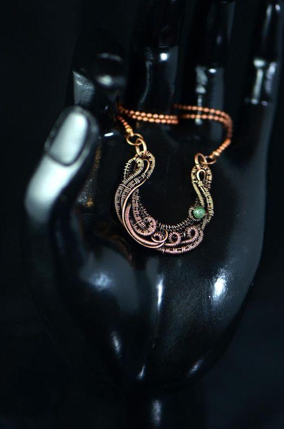Lun dun morceau de bijoux faits main aimable avec Achate agate mousse naturelle en forme de fer à cheval. Ce serait un cadeau original parfait pour