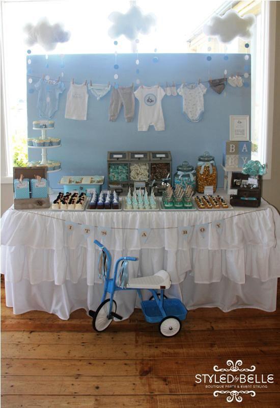 Mesa de postres de baby shower de niño. #DecoracionBabyShower