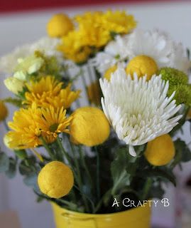 simple flowers...this blog has other bee ideas...bit o honey candy, honey favors...