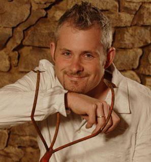 Markus Bruker leitet in vierter Generation das Weingut Bruker. Auf 8 Hektar Rebfläche zaubert er typische Schwaben: #Riesling, #Trollinger und #Lemberger sind seine Spezialitäten. Bruker Weine jetzt direkt ab Hof bestellen auf http://www.vicampo.de/weingut-bruker - Versandkostenfrei ab 12 Flaschen!