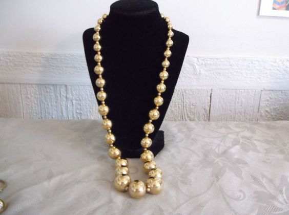 VTG. CROWN TRIFARI SHINY GOLD TONE CHUNKY/LARGE GRADUATED BEADED LONG NECKLACE…