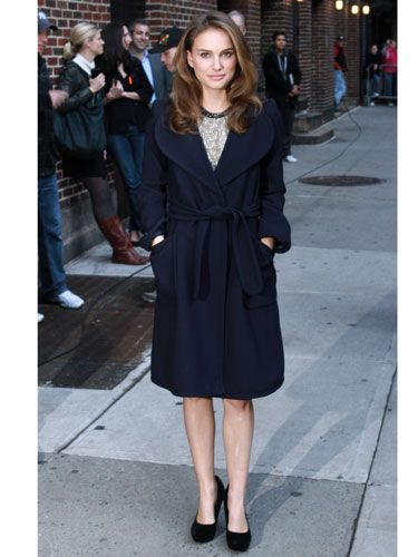 Image from http://cos.h-cdn.co/assets/cm/14/25/539f9112b2fb0_-_cos-cold-weather-outfits-natalie-portman-lgn.jpg.