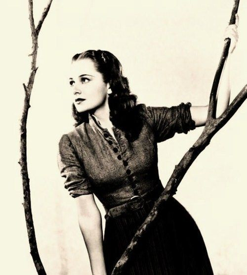 Olivia de Havilland, looking ever so lovely: