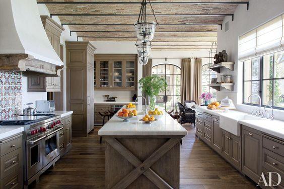 7 Alluring Modern Farmhouse Kitchens