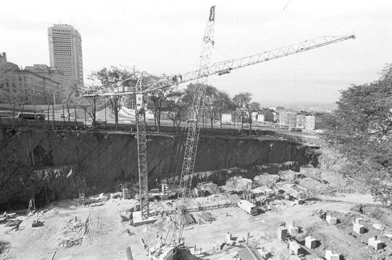 lors de la construction du stationnement souterrain de place d 39 youville le long de l 39 autoroute. Black Bedroom Furniture Sets. Home Design Ideas