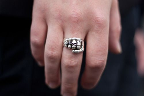 y dedo