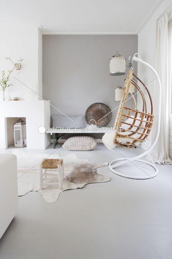 woonkamer inspiratie hout zorgt voor warmte bij een grijs wit