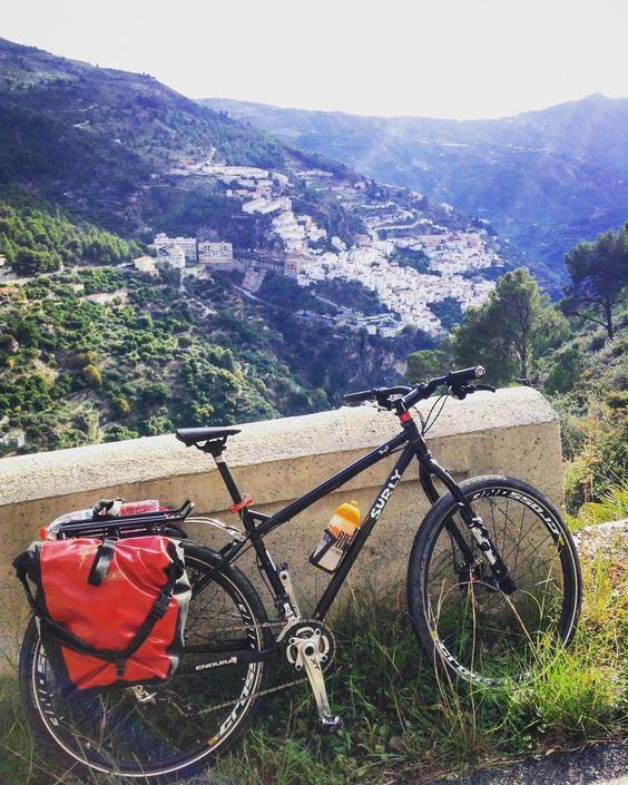 """""""con #Otívar al fondo #cicloturismo #surlybikes #surlytroll #spain #andalucía #viajar #bicicleta"""""""