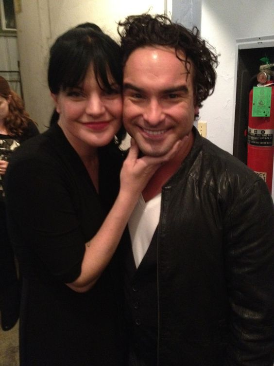 Pauley Perrette and  pal Johnny Galecki at @Paley Center LOVE!