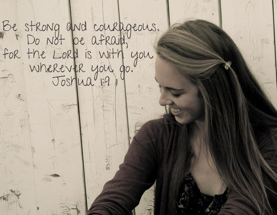 Senior picture with favorite quote or Bible verse! Brilliant!