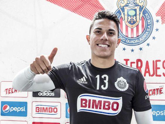 CARLOS SALCEDO DESEA LLEGAR A RÍO 2016 El defensa de Chivas sabe que eso le costaría perder llamado a Copa América. Jugarán amistosos ante Japón y Portugal.
