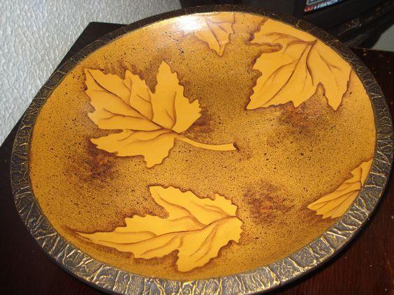 Bello plato de madera.