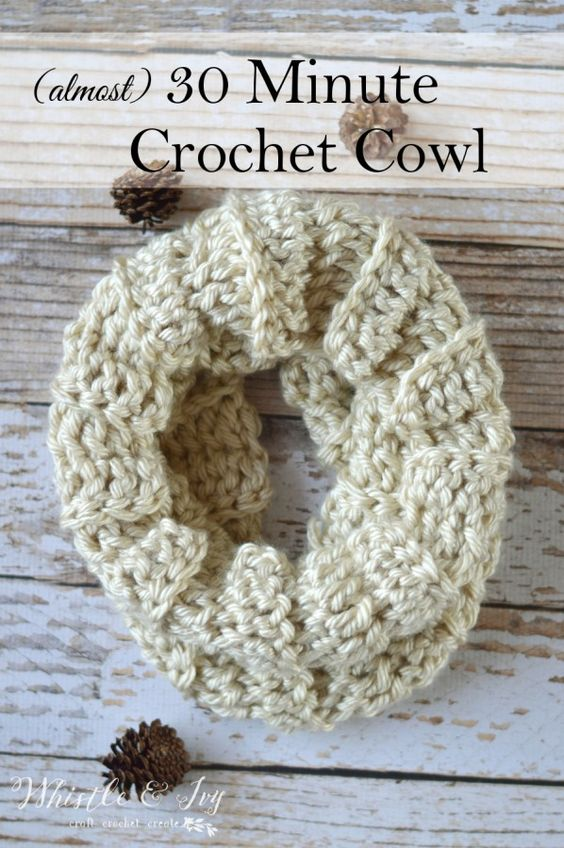 (almost) 30 Minute Crochet Cowl - whip this cozy and cute cowl up in last than an hour. Make one in each color, they are perfect for gift-giving!: