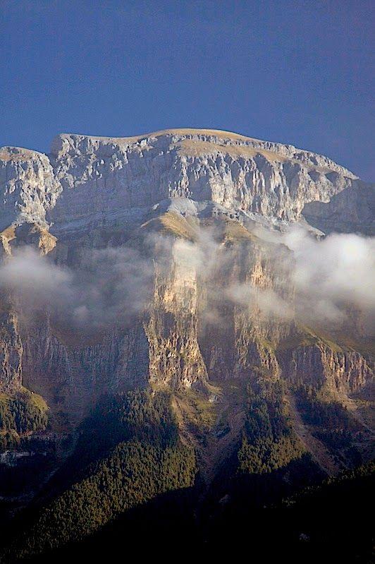 El Cañón de Añisclo o del río Bellós, se sitúa en el Pirineo de Huesca, al Sur del macizo de Monte Perdido, discurriendo rectilíneamente en dirección Sur durante más de 10 km, desde el Circo de Añisclo a los pies del mismo Monte Perdido, Huesca Spain