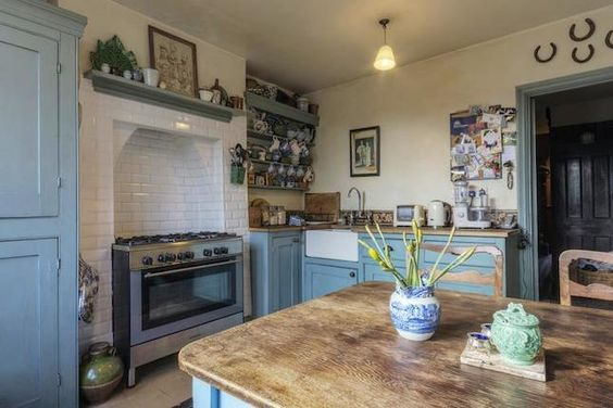3 bedroom terraced house for sale in Addison Road, Walthamstow, London E17 - 32200086
