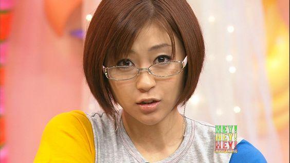 眼鏡をかけている宇多田ヒカル