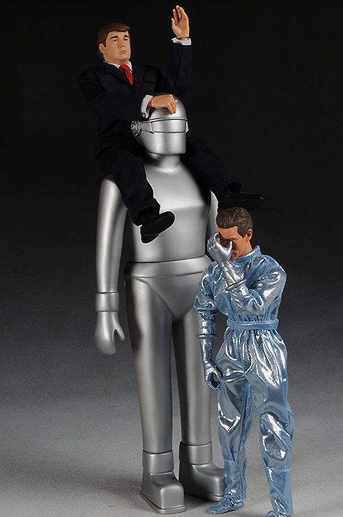 Gort And Klaatu Day The Earth Stood Still Action Figures Another Pop Culture Collectible Review By Michae Guys And Dolls Action Figures Science Fiction Art