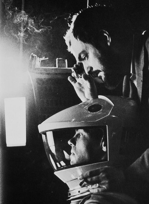 Stanley Kubrick on the set of 2001: A SPACE ODYSSEY (Stanley Kubrick, USA, 1968) | Source: io9 #Kubrick