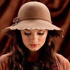 I love the detail in this hat!! I want it!