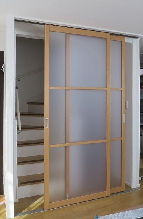 2階リビングの階段口にタチカワブラインドの間仕切り プレイス 引戸