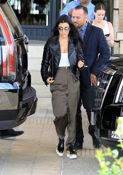 Kourtney Kardashian Photos - Kourtney Kardashian Out in Beverly Hills - Zimbio