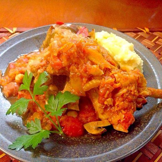 Tomato stew of spare ribs w/mashed potato♨️ たっぷり時間あったのにメインすっかり忘れてしまい、雨でお買い物も行けなかったので、圧力鍋で時短調理 ほろほろとろけるスペアリブ、しっかりめに仕上げたマッシュポテトとソース絡めていただきます - 61件のもぐもぐ - RosticcIana con pomodoro♨️スペアリブのトマト煮込み マッシュポテト添え by Ami