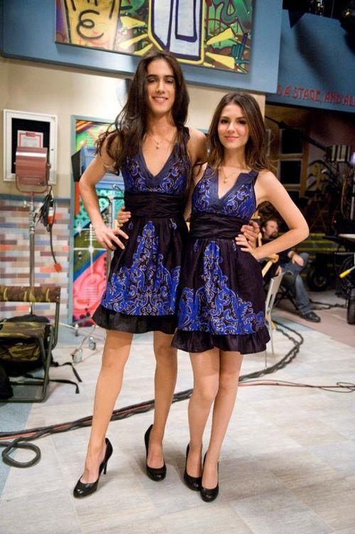 """Avan Jogia se viste de mujer junto a Victoria Justice en la serie """"Victorius""""."""