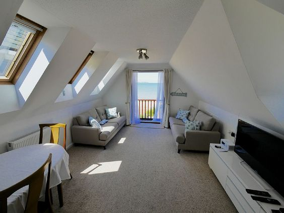 Sunset Cottage, Whitstable - Spacious living area with balcony