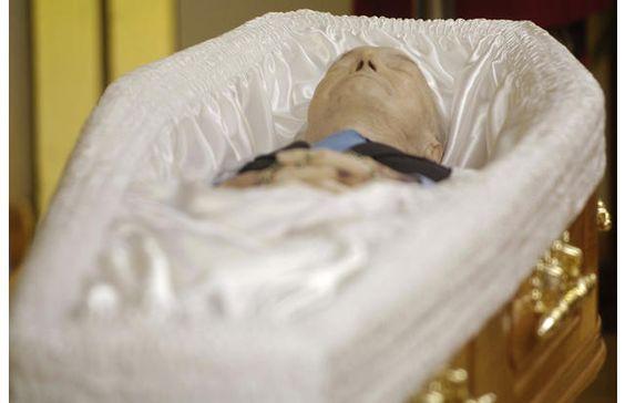 Question about Bruce Lee's interior casket design ...  Bruce