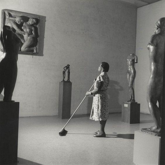 Night in the Museum of Modern Art, New York (Fritz Henle, 1949):