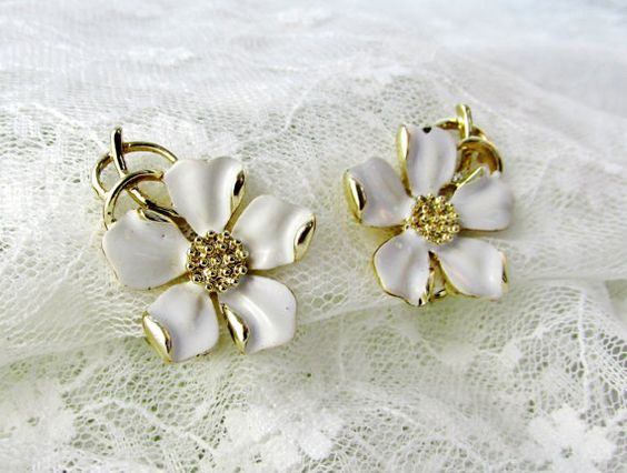 Vintage Emmons Earrings White Dogwood by SunburyVintageStore