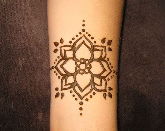 easy flower henna random yet awesome pinterest simple henna and flower. Black Bedroom Furniture Sets. Home Design Ideas