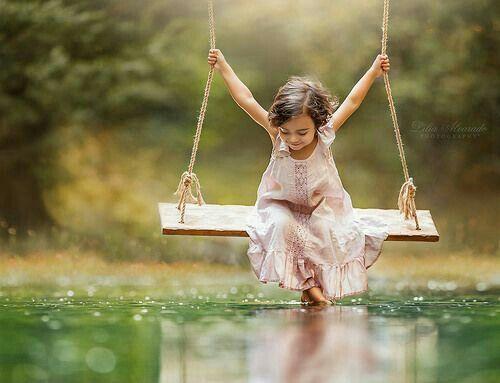 إننا لن ندرك روعة الجمال في الطبيعة إلا إذا كانت النفس قريبة من طفولتها ومرح الطفولة ولعبها وهذيانها الرافعي Swing Children Photography Small Girls