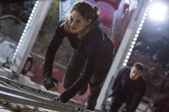 "The Super Intense Workout That Got Shailene Woodley in Fighting Shape for ""Divergent"" 