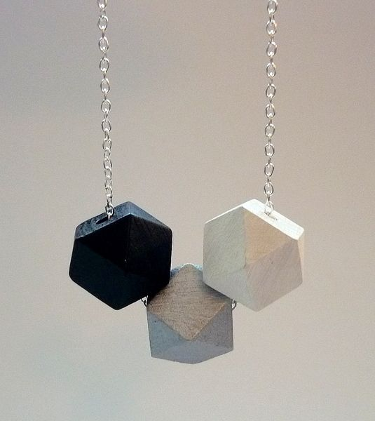 Minimalistische, geometrische Kette / Schwarz Weiß von pastell paradise auf DaWanda.com