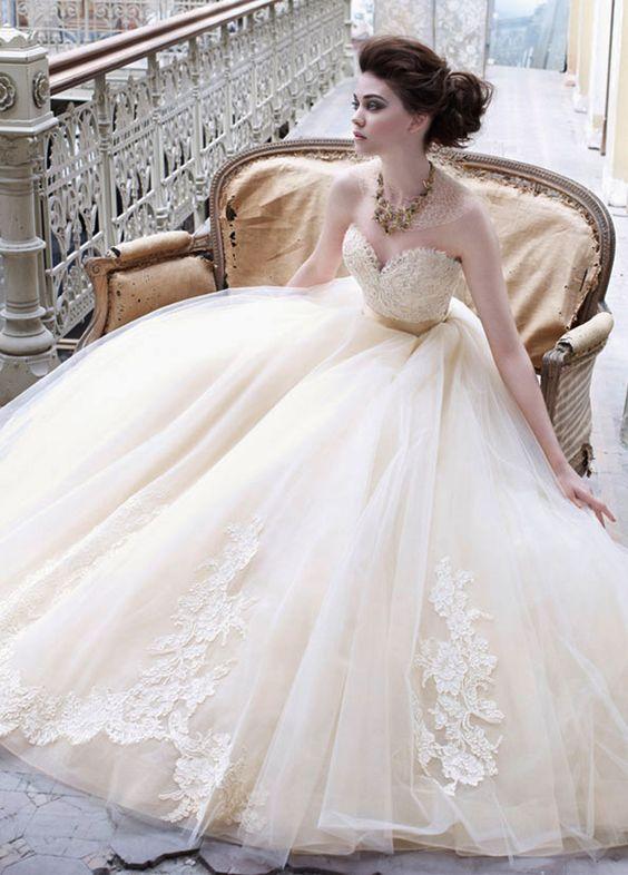 Amazing wedding dress, i luv it!