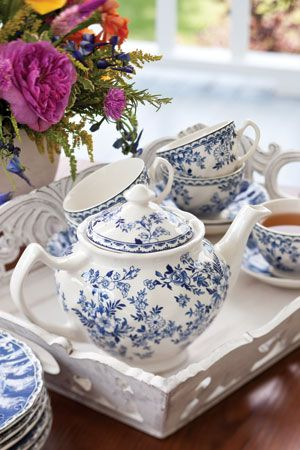 Tea Time....oh my goodness oh my goodness!!! Just love love love! Anyone want ot have a tea party with me?