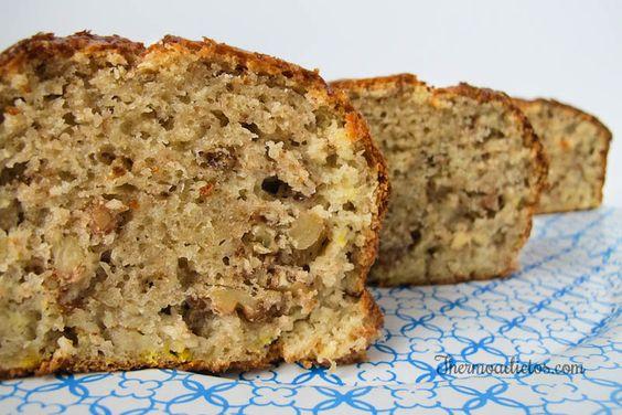 La receta de bizcocho de plátano y nueces que hemos preparado es muy fácil de hacer y el resultado es un bizcocho tipo plum cake de plátano esponjoso y delicioso.