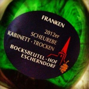 Escherndorf Scheurebe Kabinett 2012: Bekömmlicher Franke im Bocksbeutel - Weinbilly.de #Wine